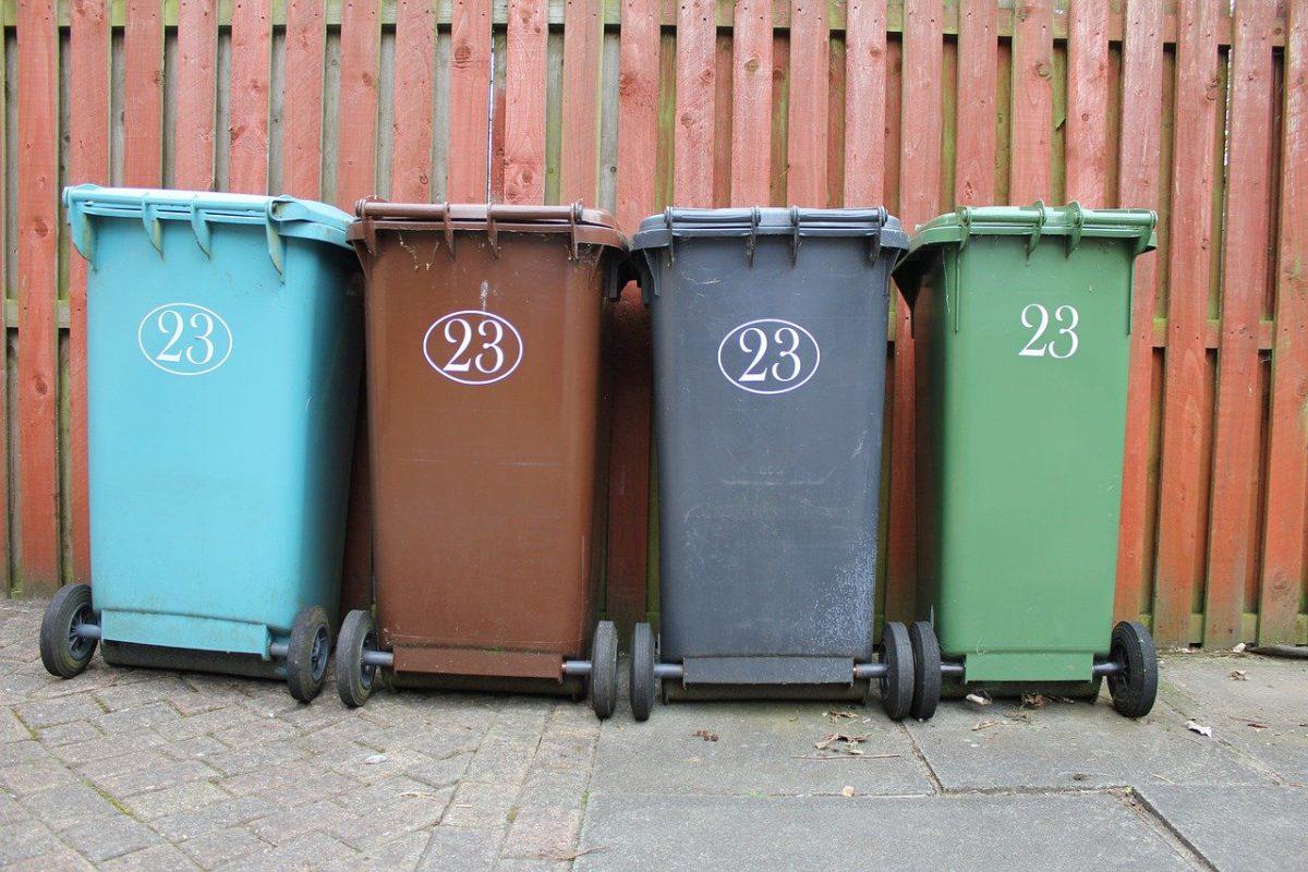 Jak zagospodarować miejsce na śmietnik w domu?